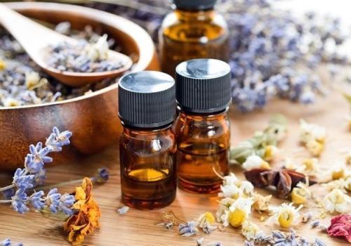 Faire appel aux huiles essentielles pour ne pas tomber malade pendant les règles