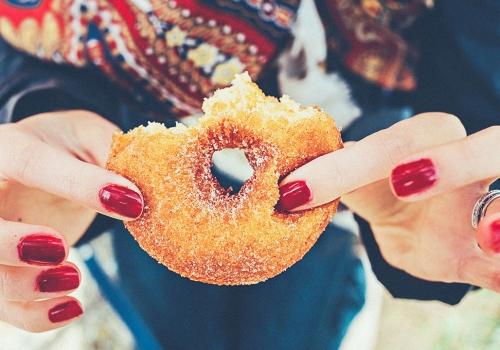 Grignoter des aliments sucrés